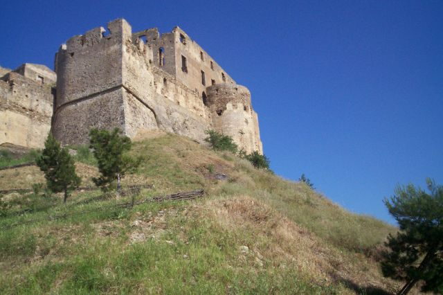 Le_chateau_de_Rocca_Imperiale_02.jpg
